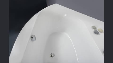aquatica olivia wei e freistehende acryl eckbadewanne. Black Bedroom Furniture Sets. Home Design Ideas